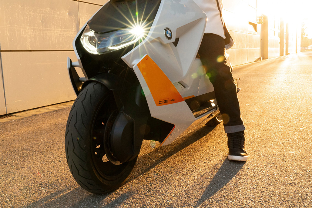 Bmw Motorrad Definition Ce 04- The New Style Of Urban Two-wheel Mobility.