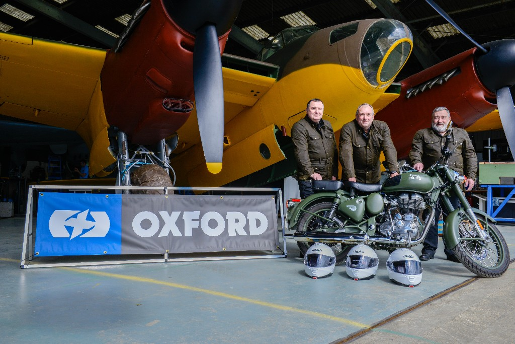 Oxford Get 'round The Outside' In Gear