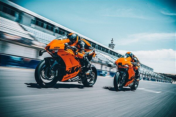 The Hyper-focused Ktm Rc 8c Rockets Off The Line In Under 5 Minutes