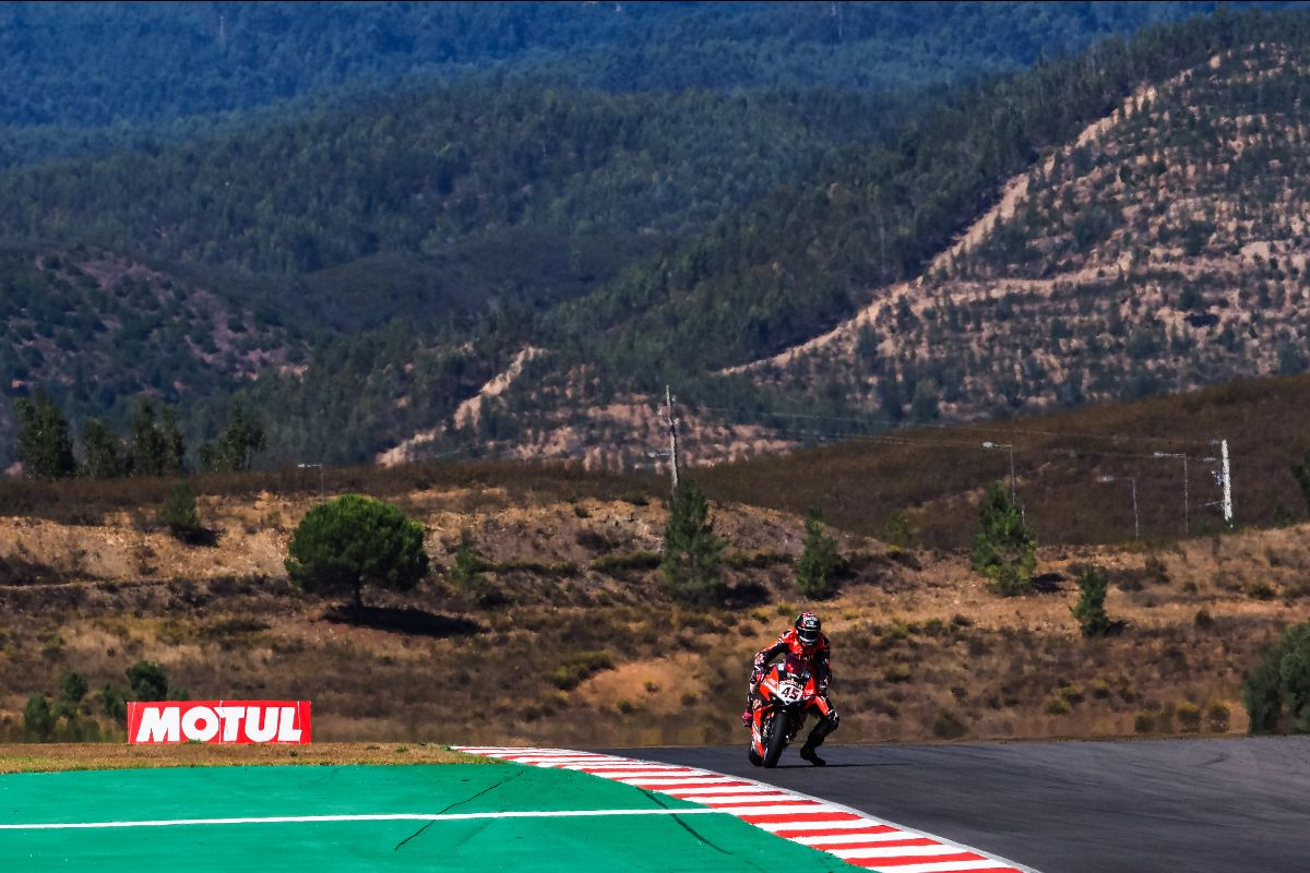 Rea Responds From Double Portimao Dnf With Commanding Win